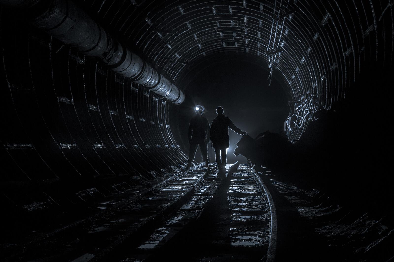 metro downfall tunnel taschenlampe